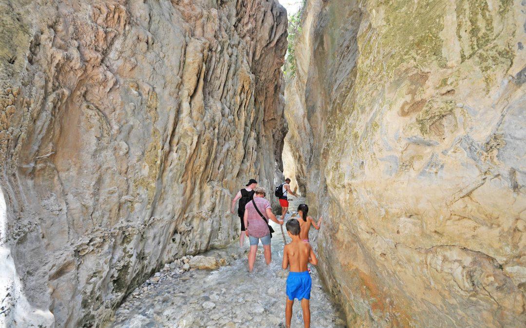 Hiking in Rio Chillar